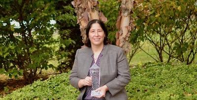 Sara Lolar with award